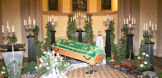 Bestattungshaus dekoriertes Grab Rheinbach 2