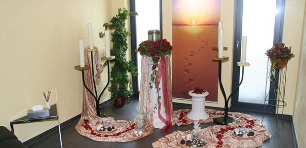 Bestattungshaus dekoriertes Grab Rheinbach 3