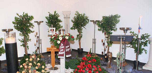 Bestattungshaus dekoriertes Grab Rheinbach 4