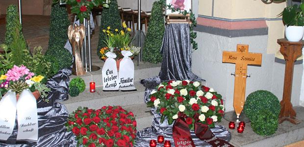 Bestattungshaus dekoriertes Grab Rheinbach 9